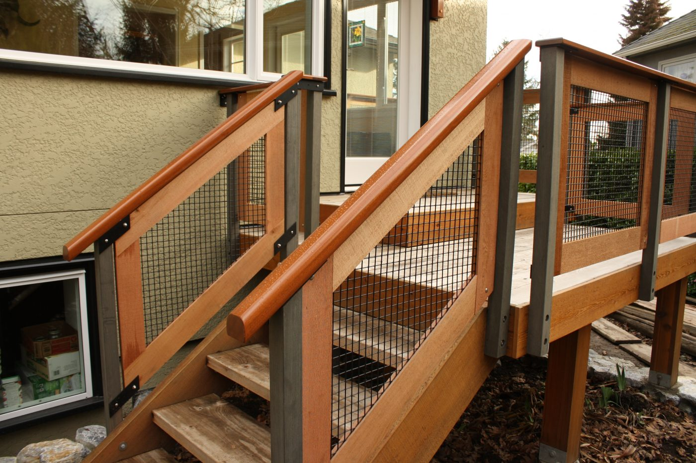 Custom cedar and mahogany deck railings, handrail detail