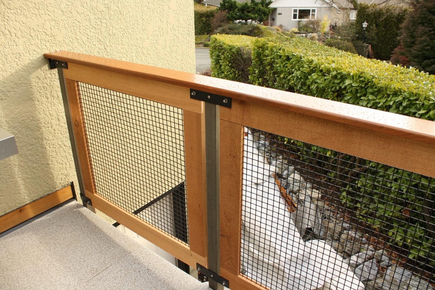 Custom cedar and mahogany deck railings detail