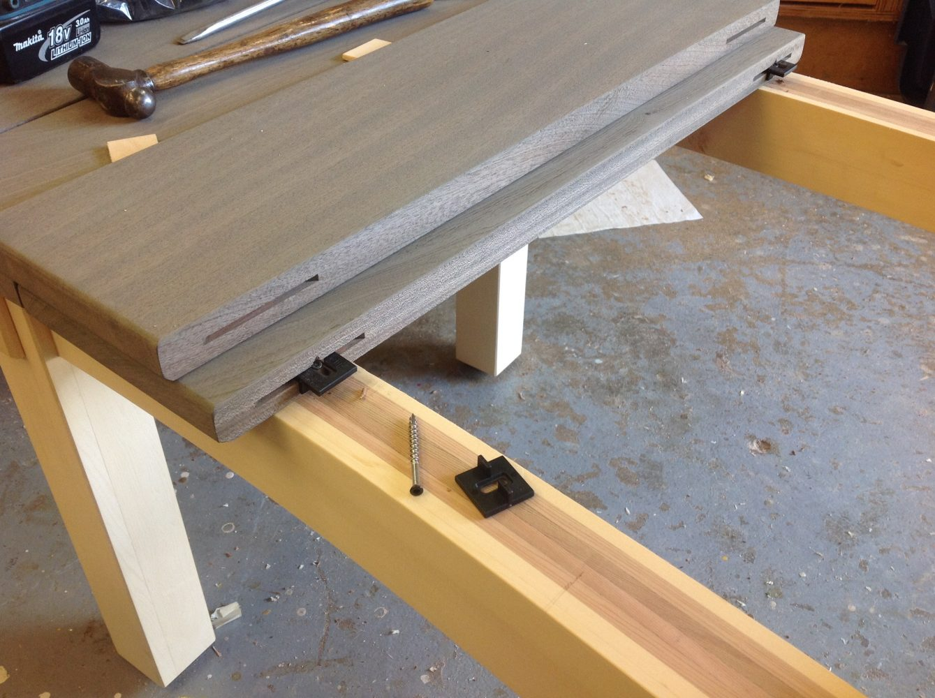 Curved garden seat construction
