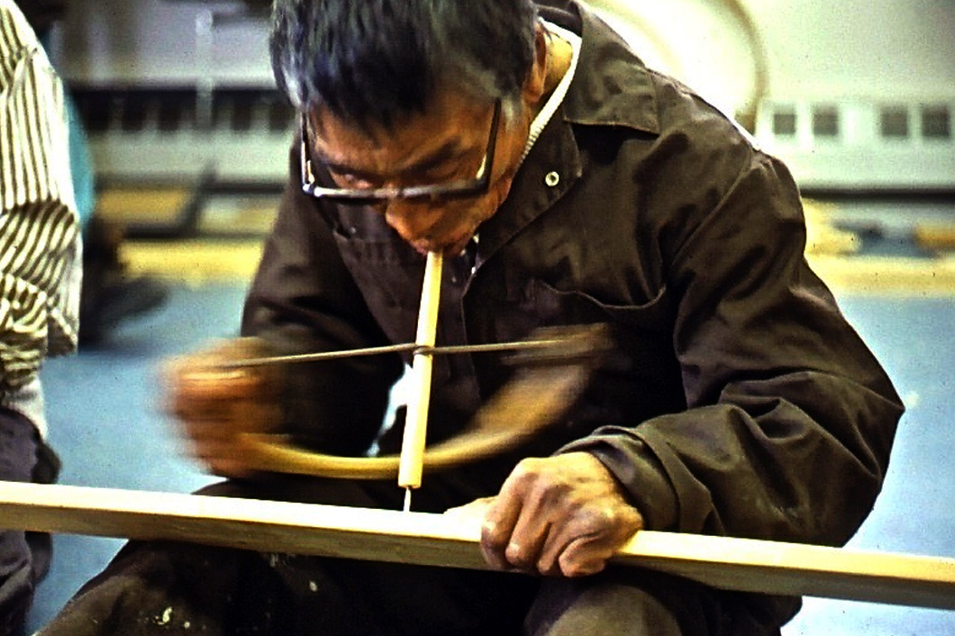 netsilik inuk gino akkaq using bow drill