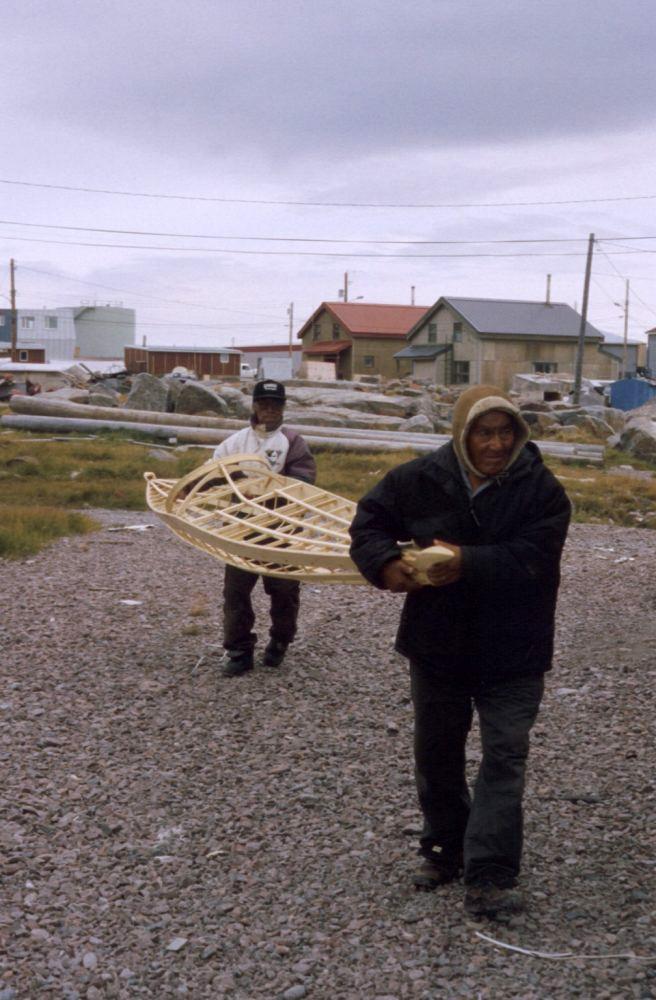 Gino Akkaq and Josie Angutinngurniq carrying a netsilikmeot kayak